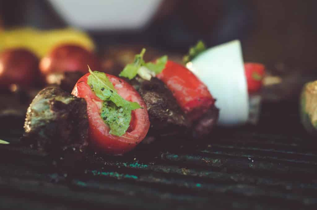 Tomate vom Gasgrill mit Sizzle Zone
